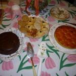 Les desserts français: Gâteau Opéra et Tarte aux abricots